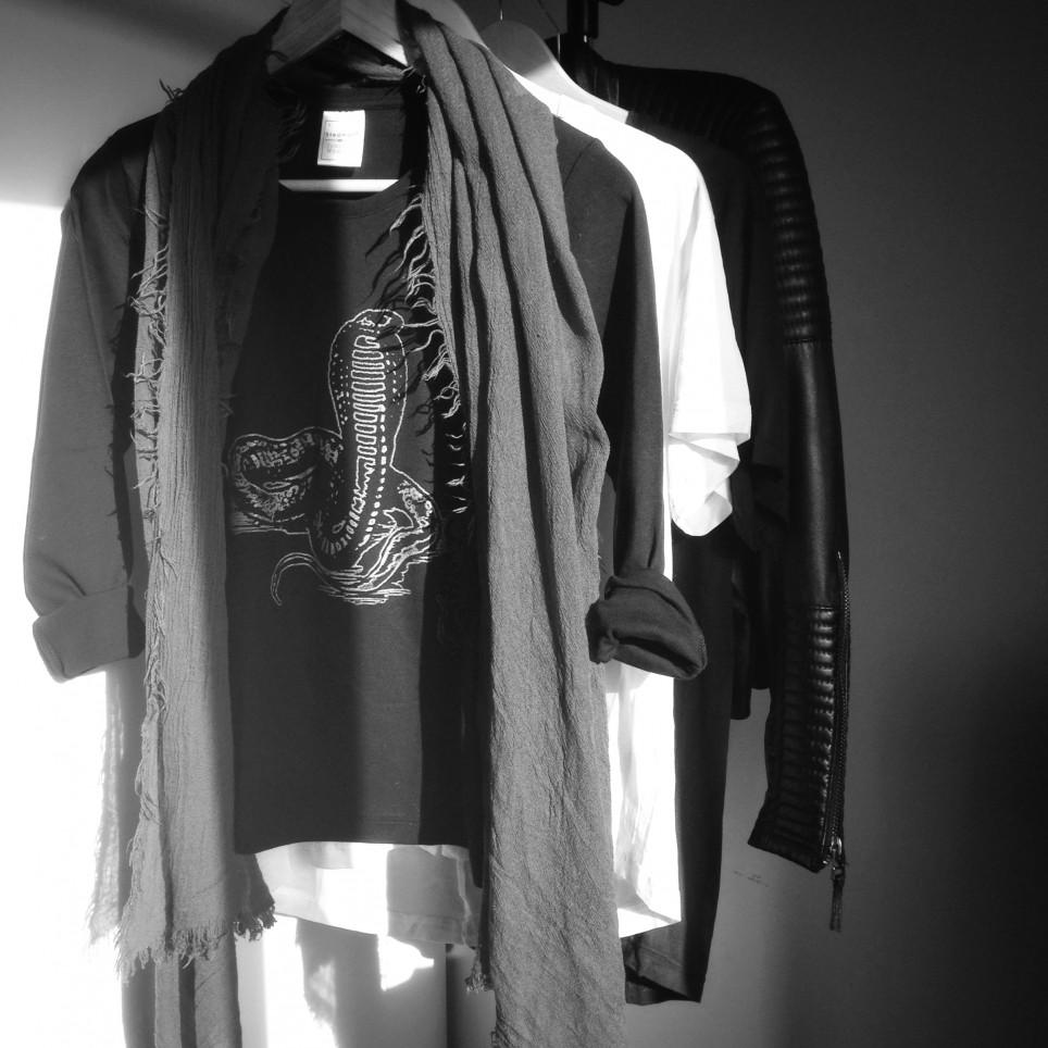 t shirt snake black