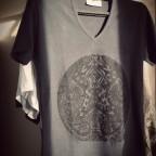 t shirt ethnique gris