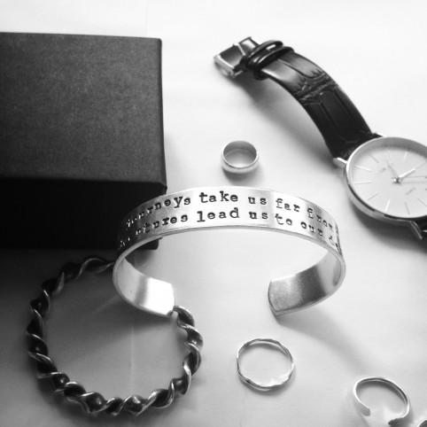 bracelet message